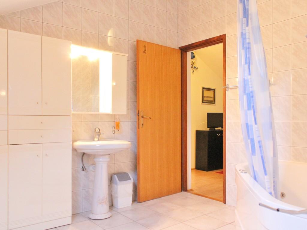 Ferienwohnung Ferienwohnungen und Zimmer }eljko, Soba 2/2+1 (940777), Rakovica, , Mittelkroatien, Kroatien, Bild 25