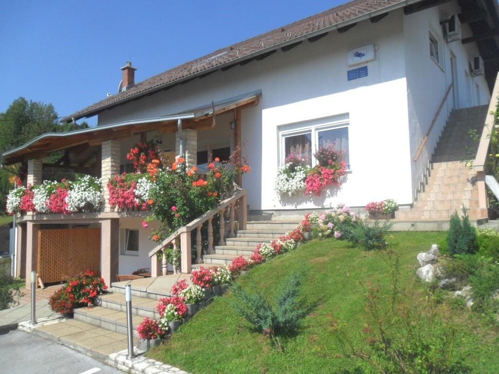 Ferienwohnung Ferienwohnungen und Zimmer Ivanka, Soba 1/2+1 (1073646), Rakovica, , Mittelkroatien, Kroatien, Bild 1